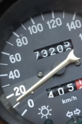 Geschwindigkeitsanzeiger